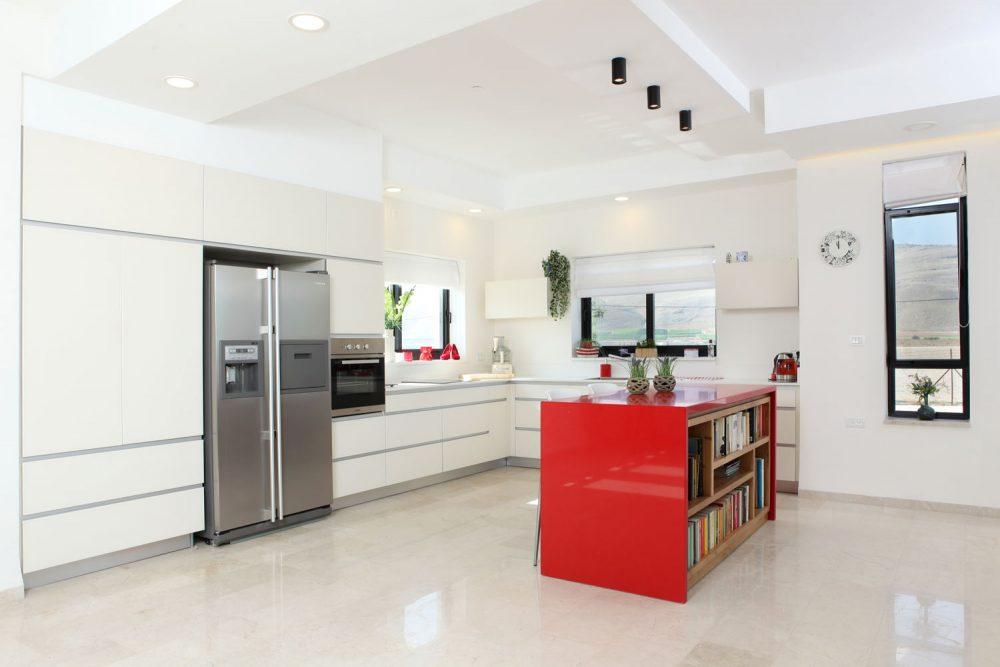 מטבח מודרני עם אי