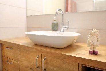יחידת כיור וארון אמבט עץ