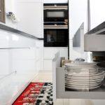 מגירות במטבח מודרני זכוכית