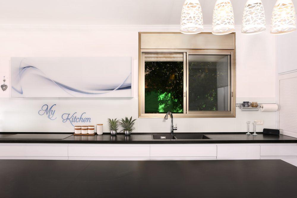 מטבח מודרני זכוכית